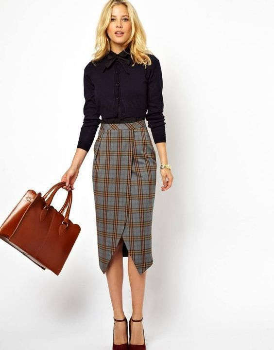 Фотография девушки с деловой сумкой