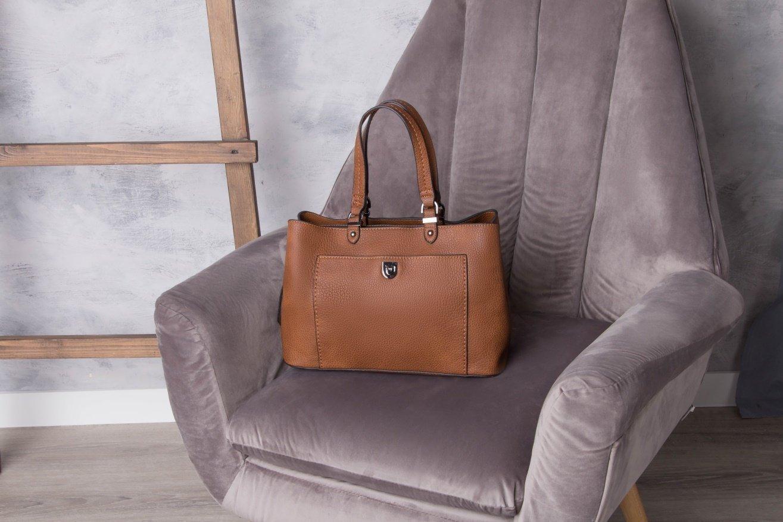 Благородные коричневые и песочные оттенки сумок на лето - фотография