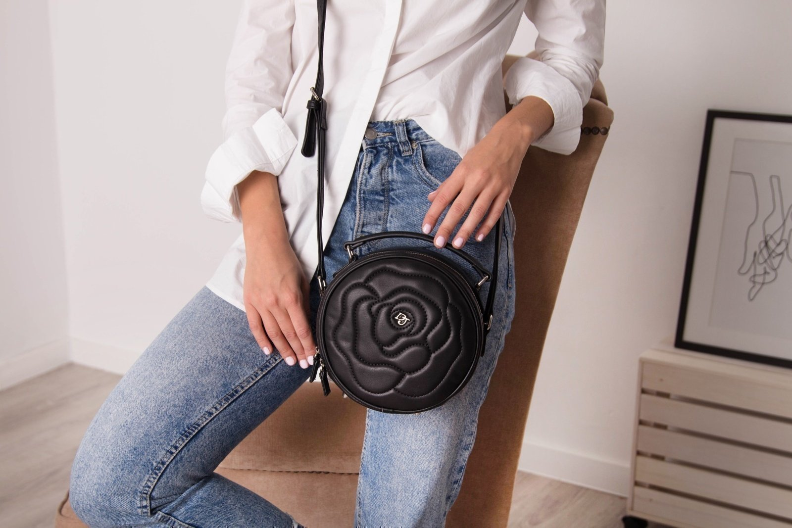 Сумка - круг черного цвета - фотография