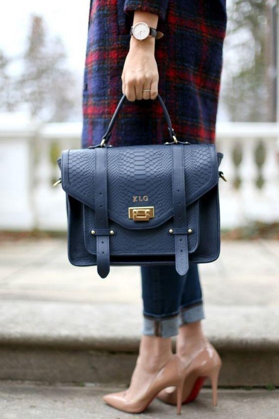 Синий женский деловой портфель - фотография