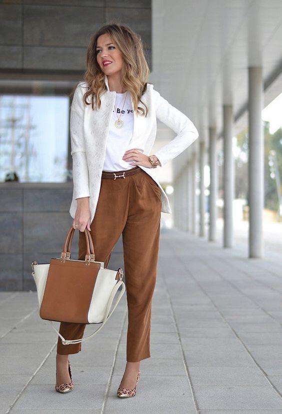 Деловая коричневая сумка - фотография