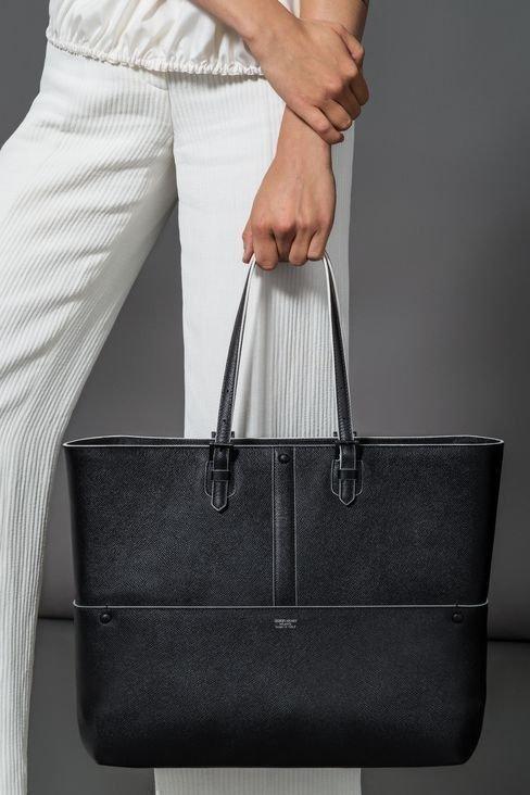 Элегантный кожаный шоппер - фотография